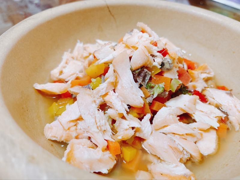 (毛小孩鮮食)鮭魚豬肝燉蔬菜