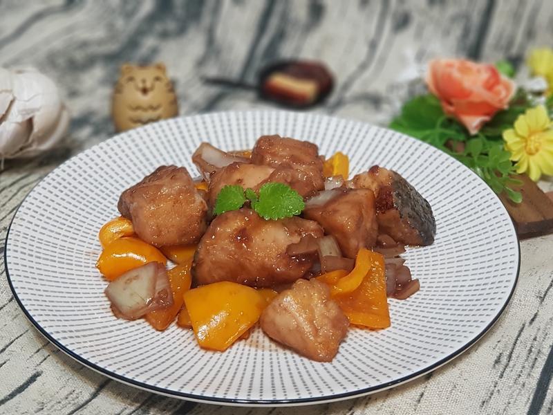 梅子醋燒水果彩椒鮭魚