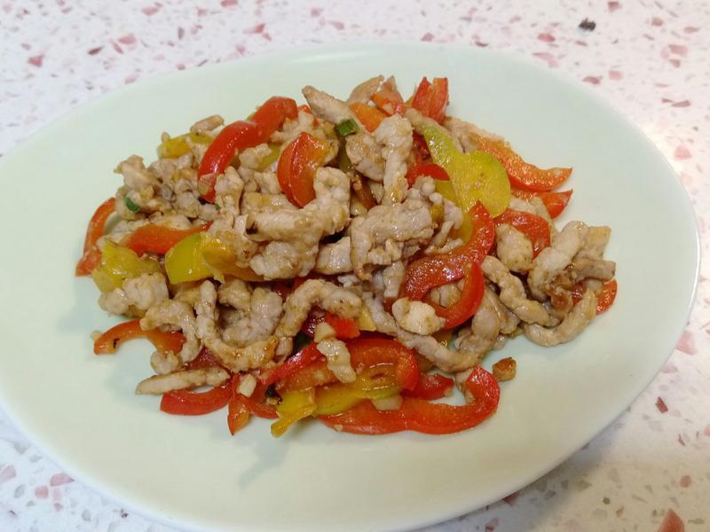 【彩椒炒肉絲】家樂福嚴選肉品、新鮮蔬果