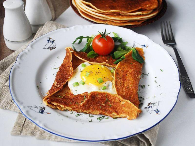 会拉丝的法式荞麦培根蛋可丽饼
