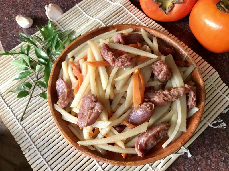 土豆絲炒香腸