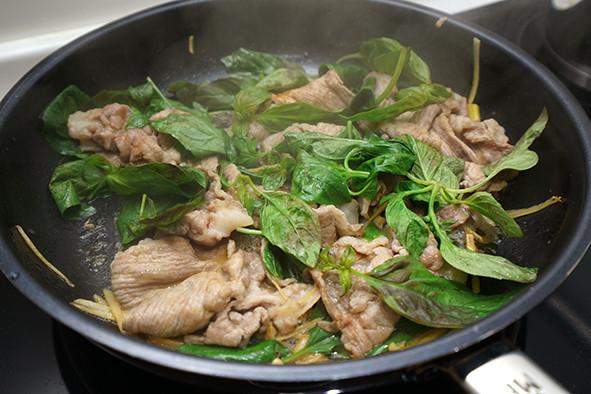 塔香炒肉片。簡易便當菜
