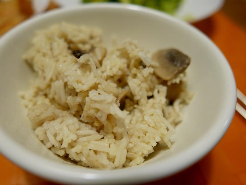 超簡單白醬奶油菇菇燉飯(電鍋版)