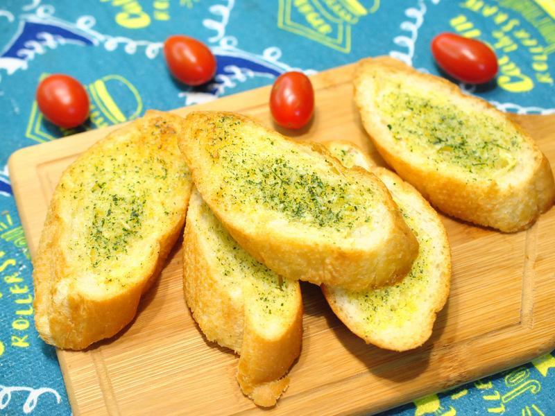 自製奶油大蒜巴西利塗醬烤法棍
