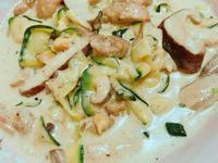 生酮白醬野菇雞肉櫛瓜麵