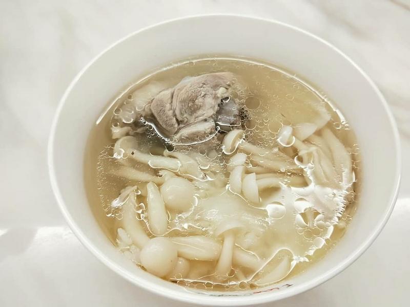 雪白菇干貝雞湯