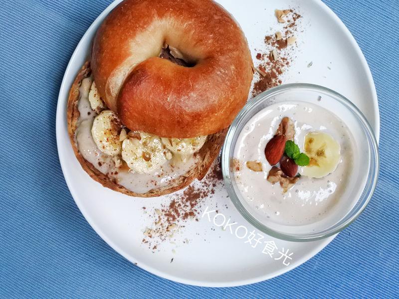香蕉優格抹醬貝果三明治早餐