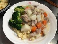【動手做料理】奶油白醬蘑菇蔬菜濃湯