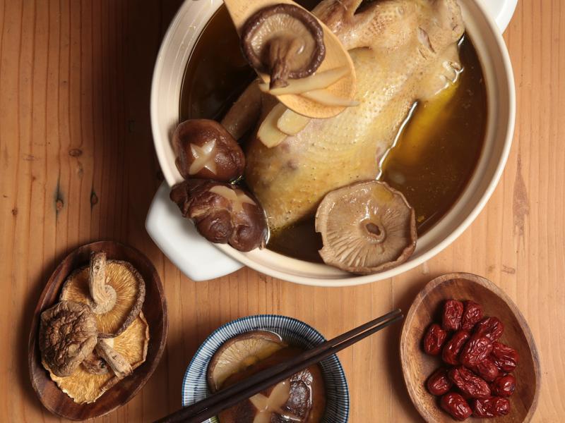 椴木香菇雞湯