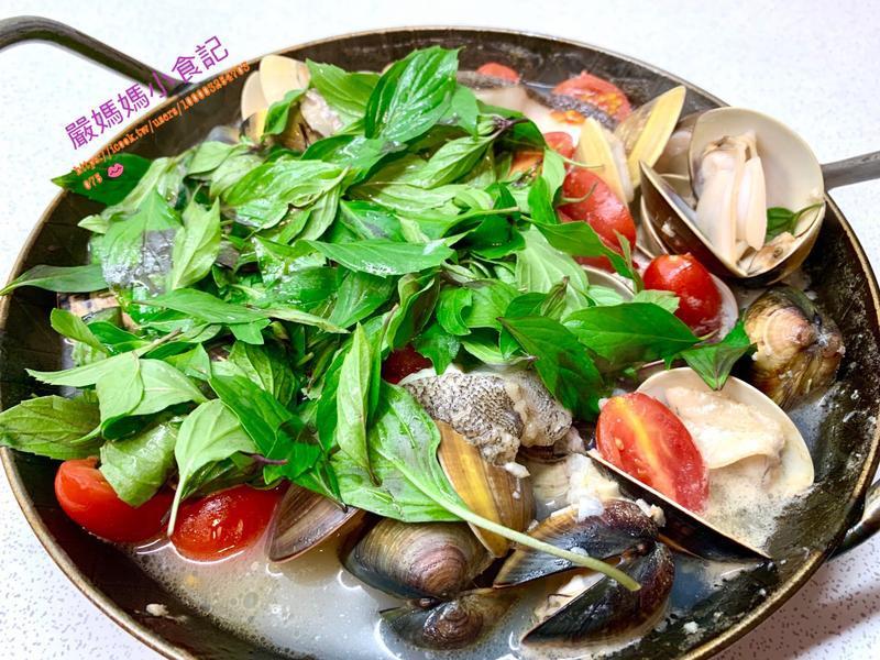 白酒蛤蠣鱈魚鍋🐟