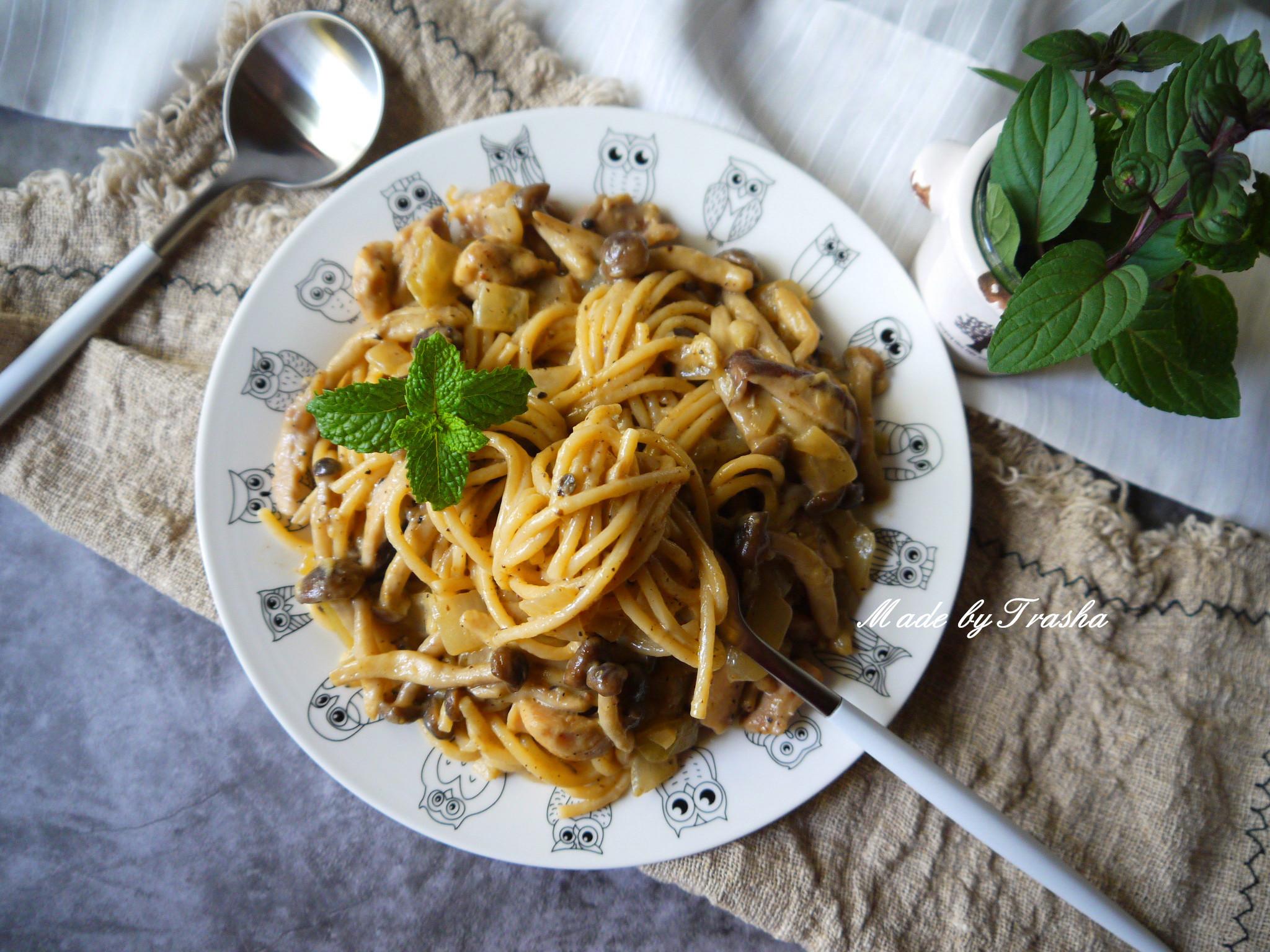奶油雞肉菇菇義大利麵