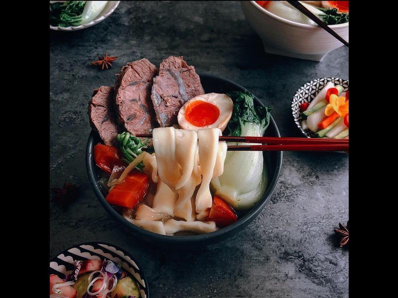 鮮果時蔬清燉牛肉麵