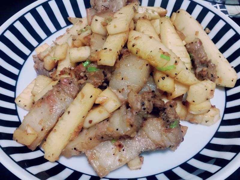 大頭菜炒三層肉