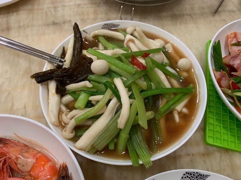 百靈菇炒芹菜