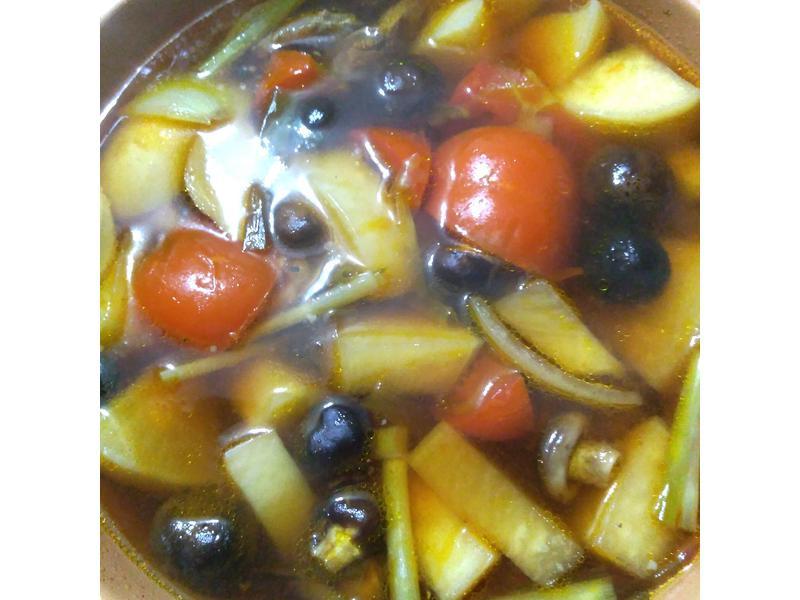 超簡單無油 燉鍋煮白蘿蔔蕃茄牛肉湯