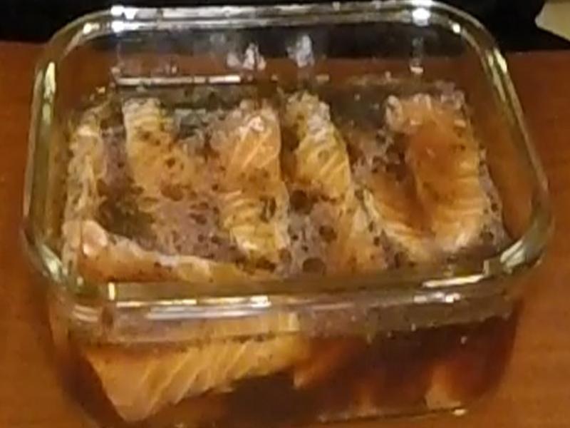 日本超人氣黑胡椒漬鮭魚