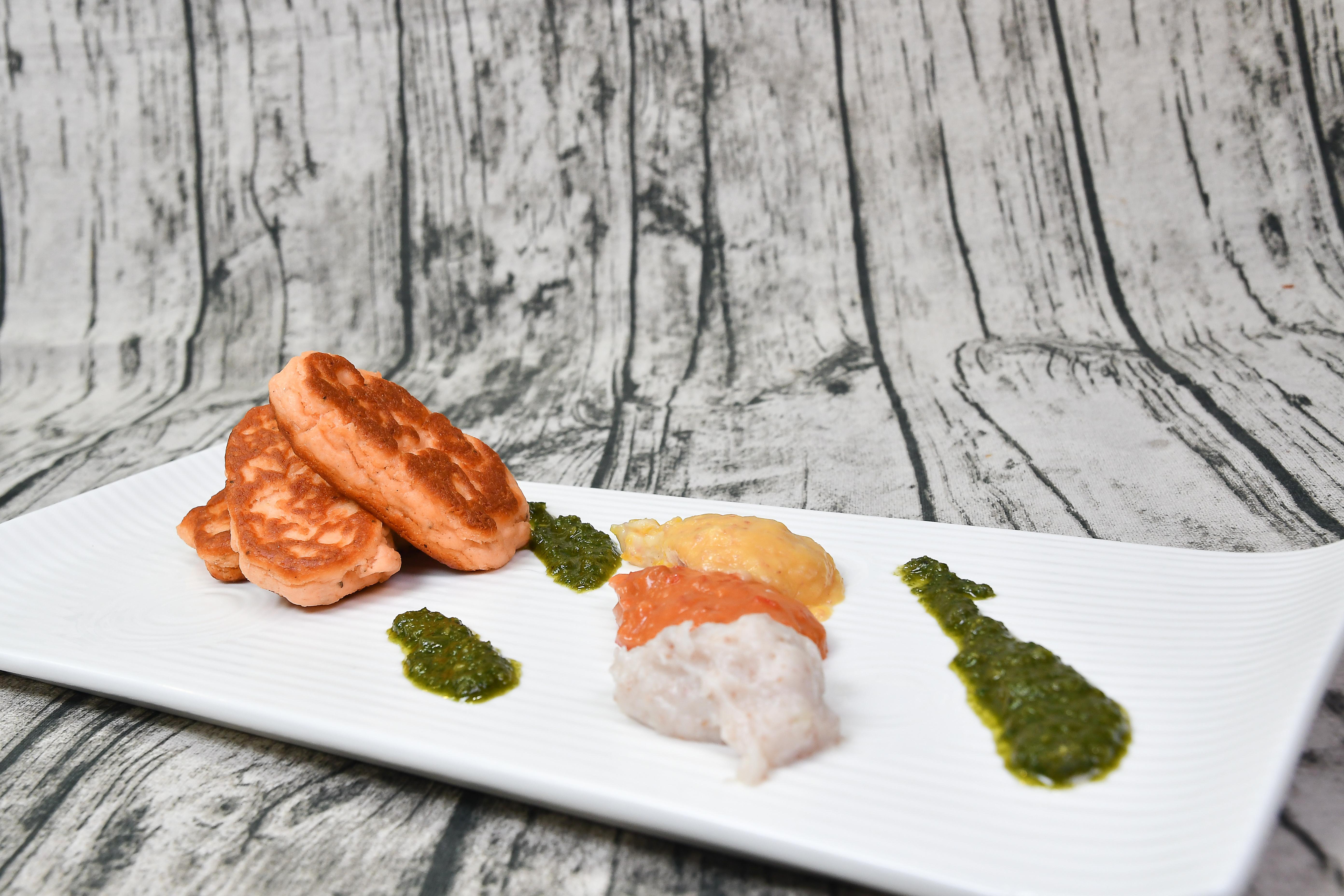 香煎鮭魚佐馬鈴薯溫沙拉