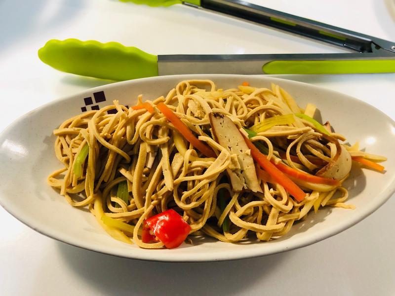 輕食上菜❶豆干絲炒芹菜