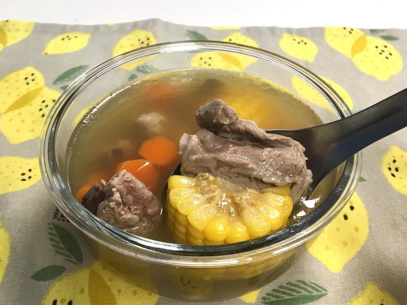 簡單暖胃玉米排骨湯(自製昆布柴魚湯底)