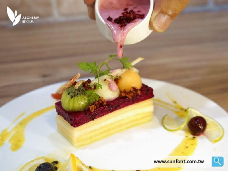 水果千層佐蔓越莓優格醬