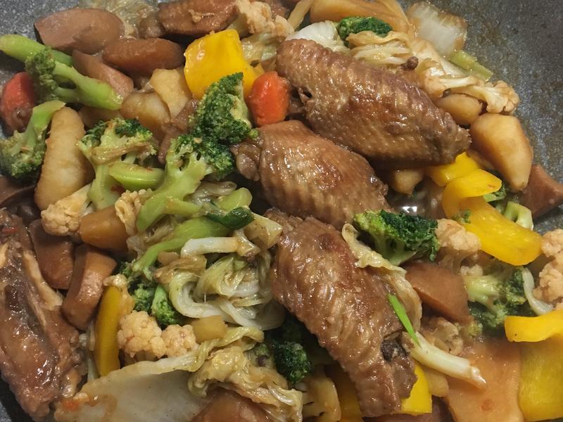 紅燒雞翅佐蔬菜