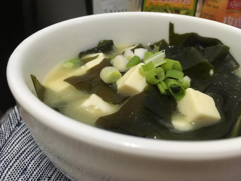 海帶豆腐味噌湯(高麗菜風味)