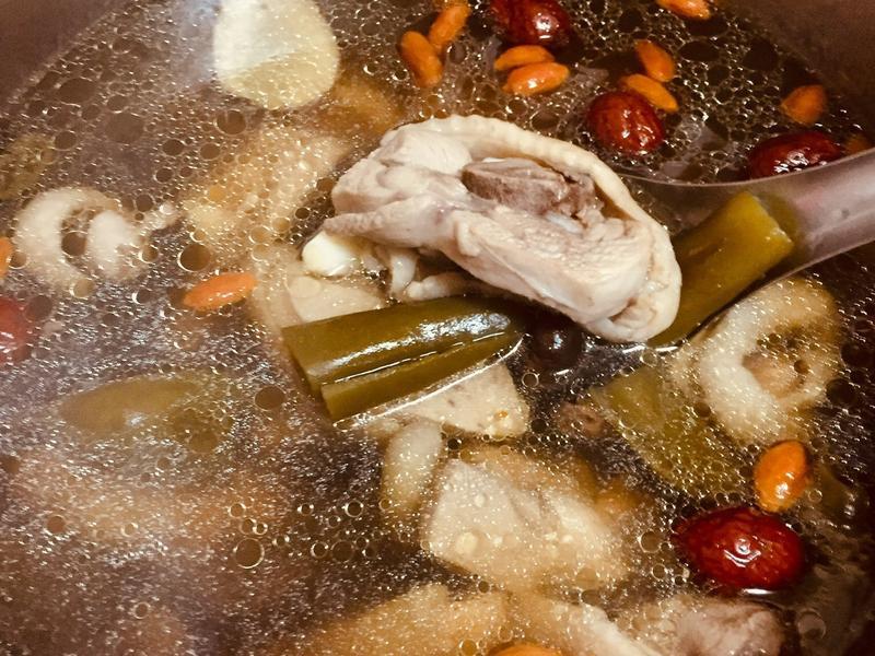 剝皮辣椒雞湯🐔 簡單到爆炸