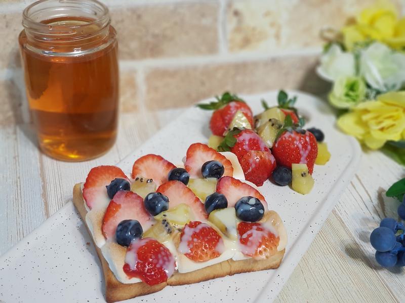 煉乳莓果棉花糖吐司