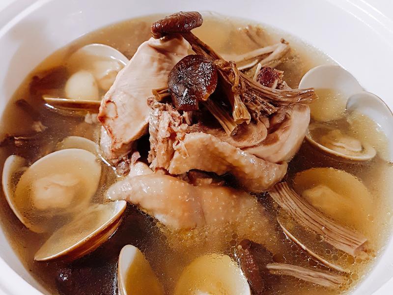 茶樹菇雞湯~電鍋版