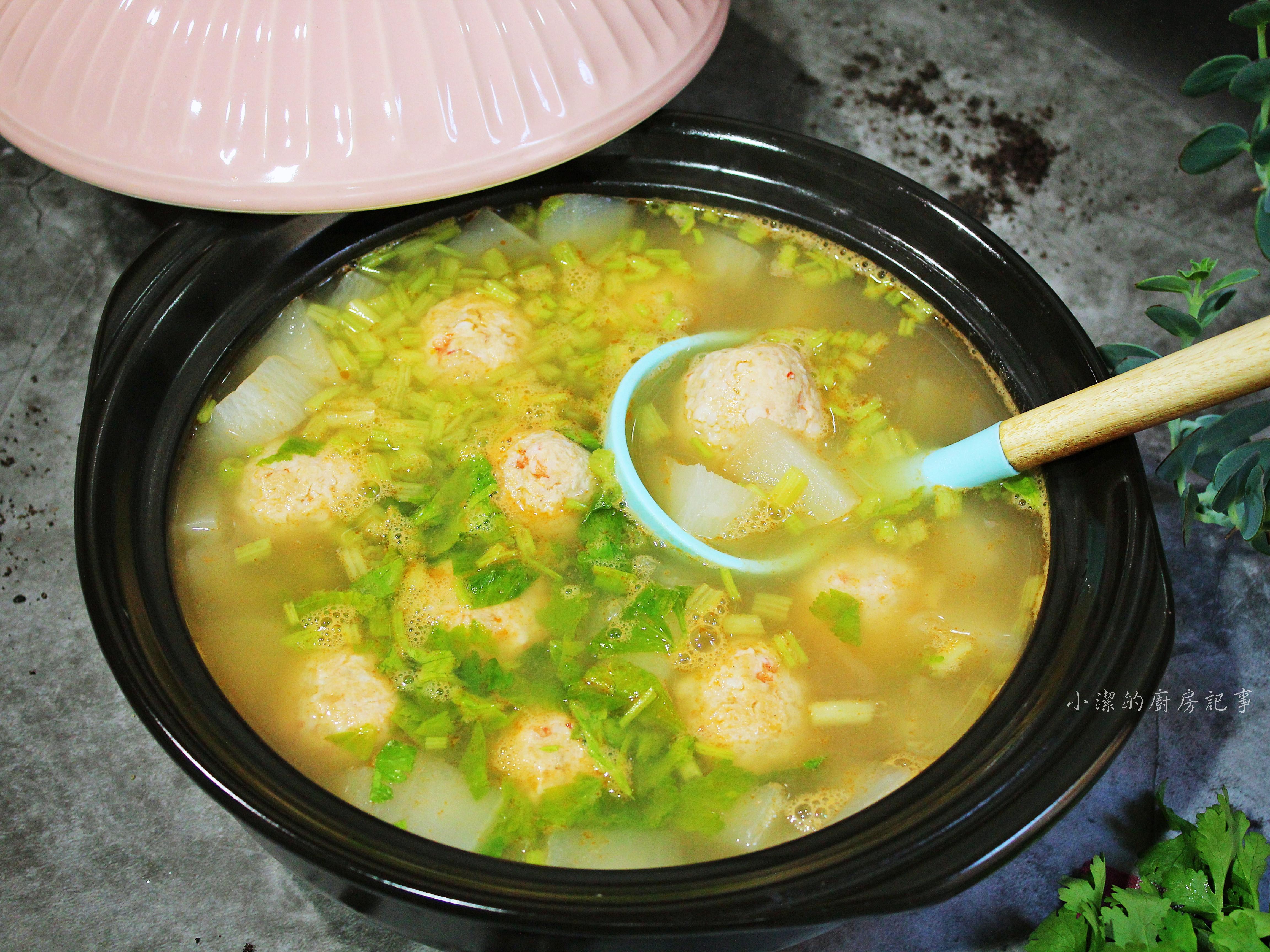 【薩索雞】菜頭蝦丸湯