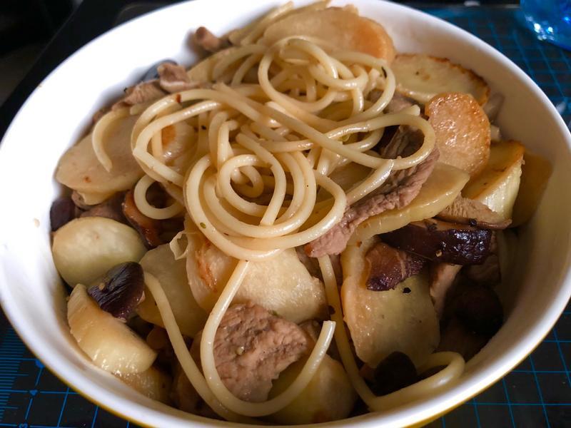 筊白筍豬肉香菇義大利麵