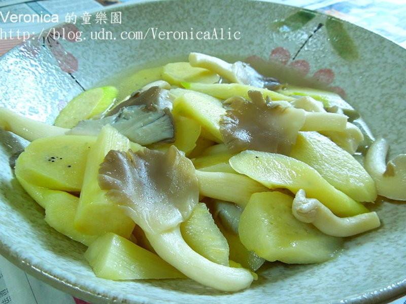 筊白筍炒秀珍菇