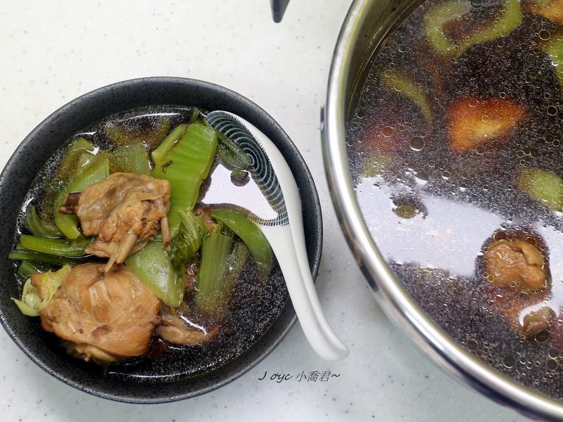 黑蒜刈菜雞湯