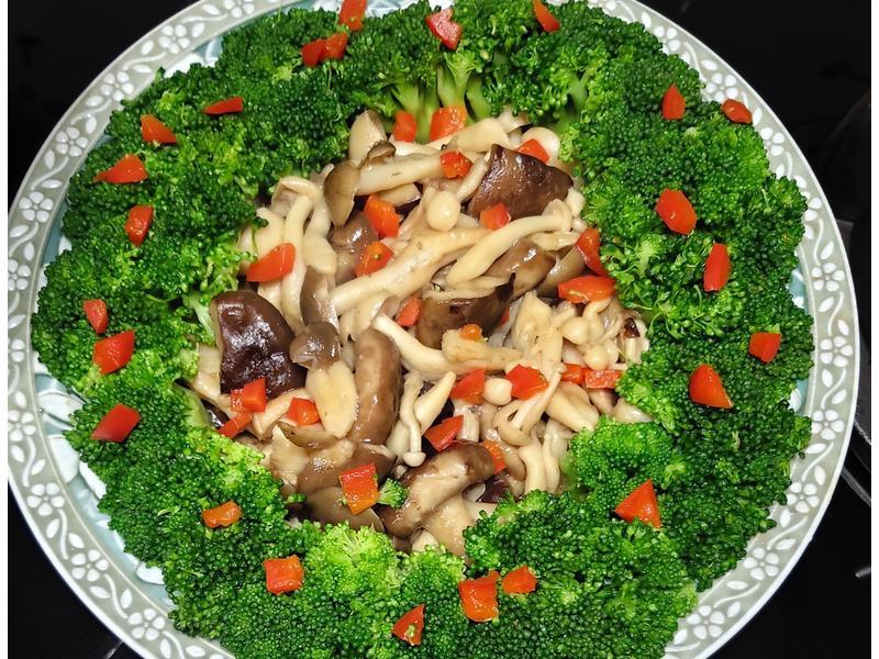 花團錦簇~椰菜炒鮮菇