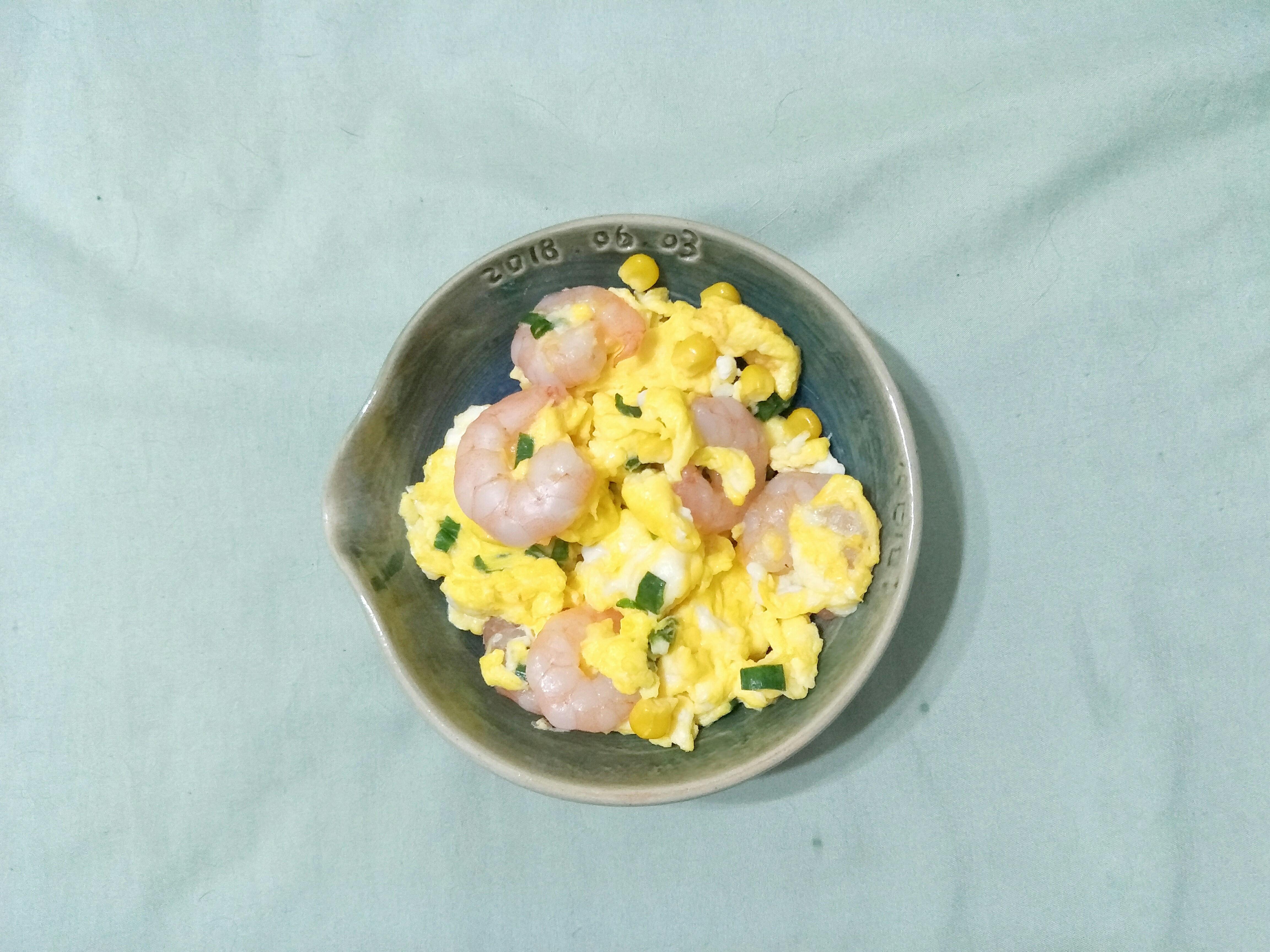 蝦仁玉米滑蛋。簡易輕鬆、好上手,個人量