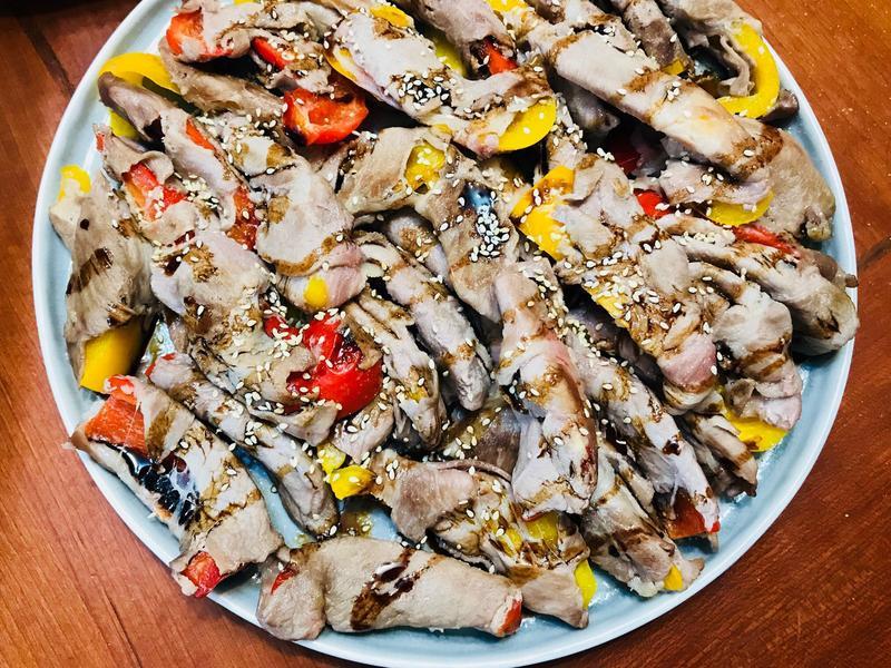 趣味料理:彩椒捲豬肉條佐巴薩米克醋