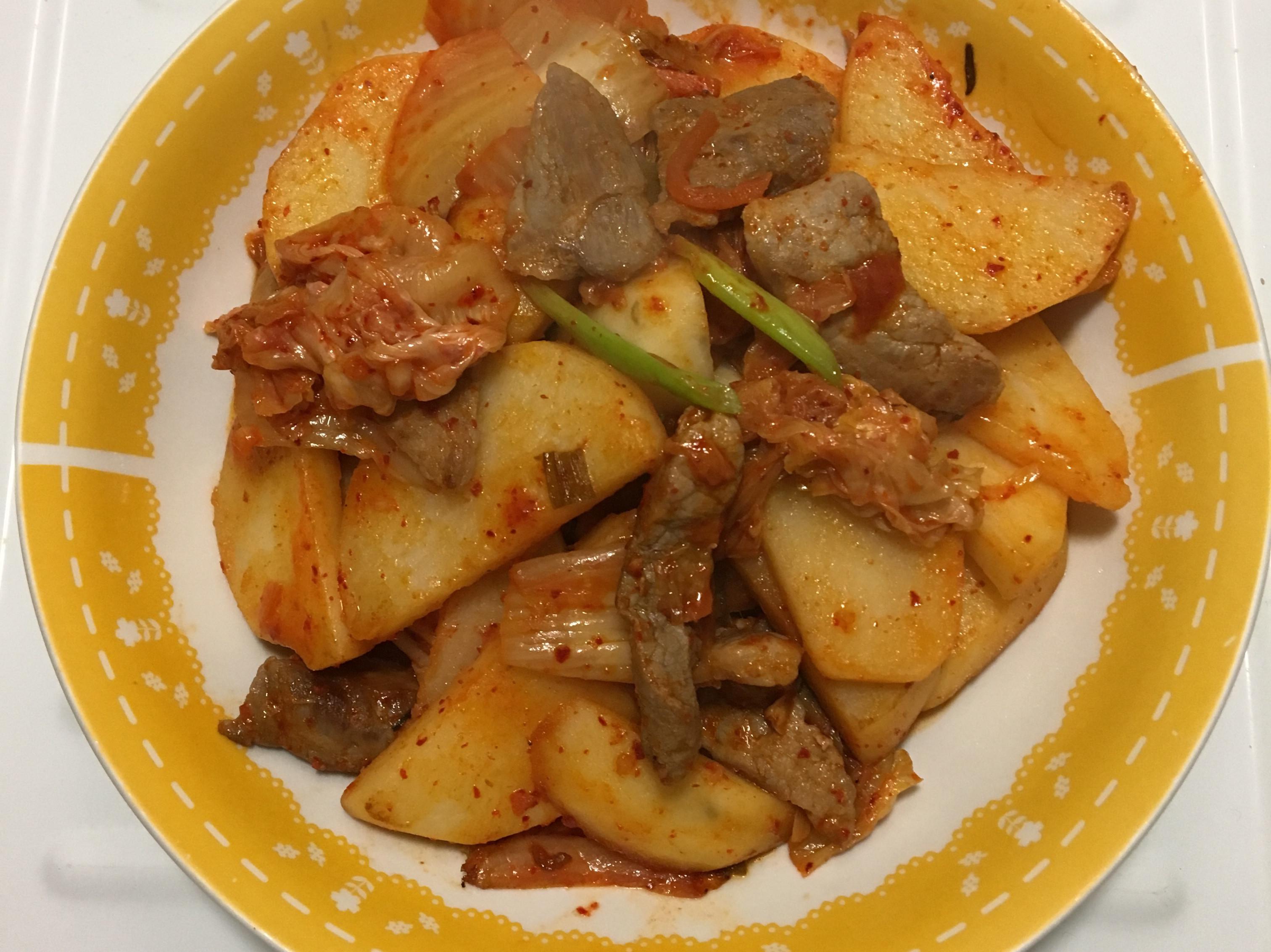 豬肉.馬鈴薯佐泡菜