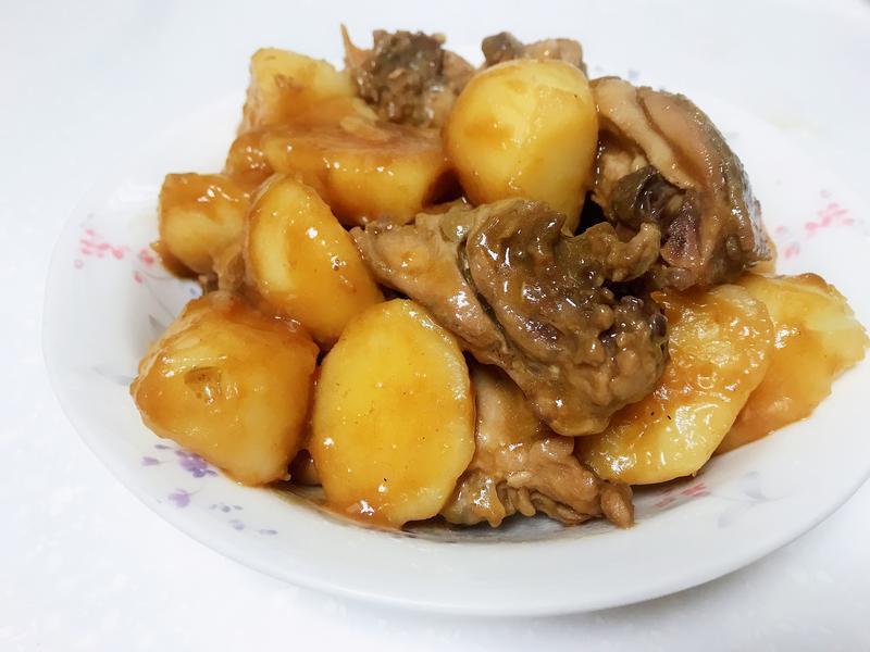 馬鈴薯燉雞塊(薯仔炆雞)