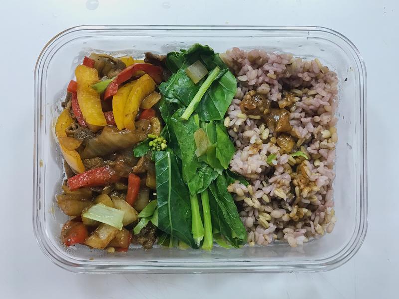 第一次用個人鍋做菜—黑胡椒洋蔥牛肉