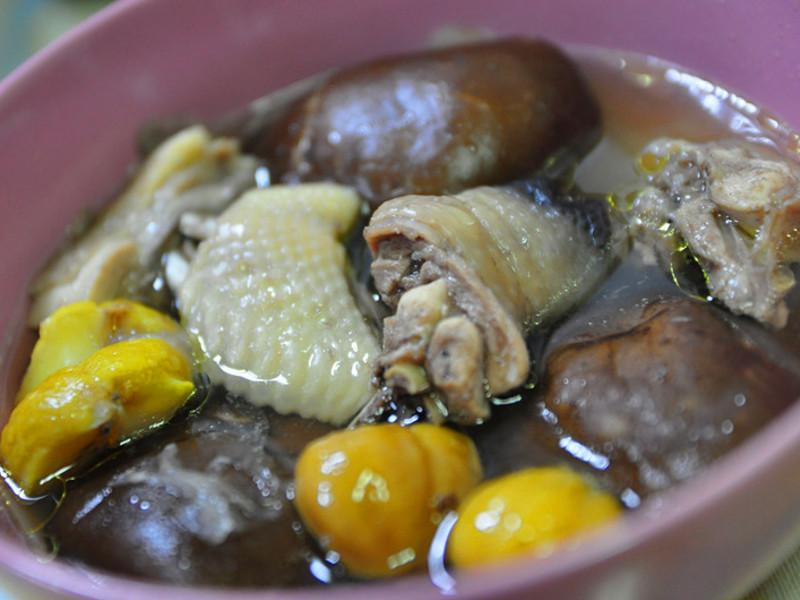 【大同電鍋料理】鮮菇栗子燉雞湯