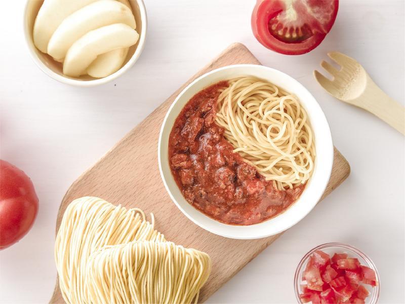寶寶食譜/番茄肉醬寶寶麵 搭配蘋果切片