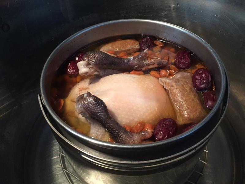 藥膳雞湯:養生糯米雞湯!