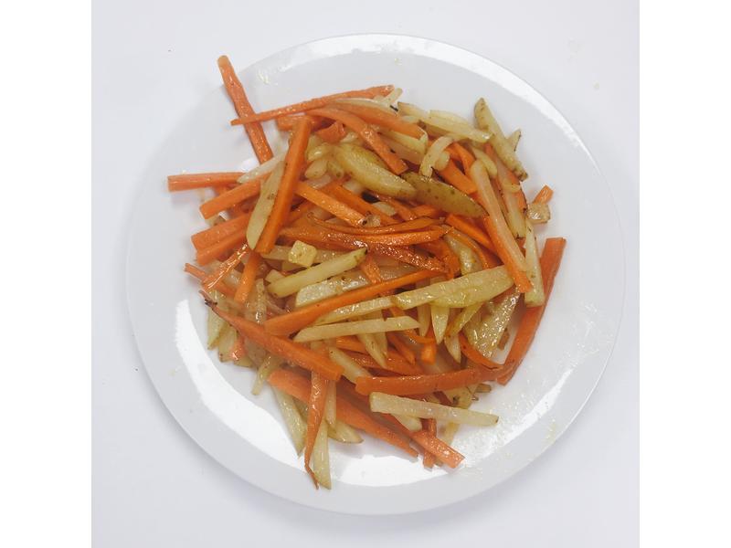紅蘿蔔炒馬鈴薯絲