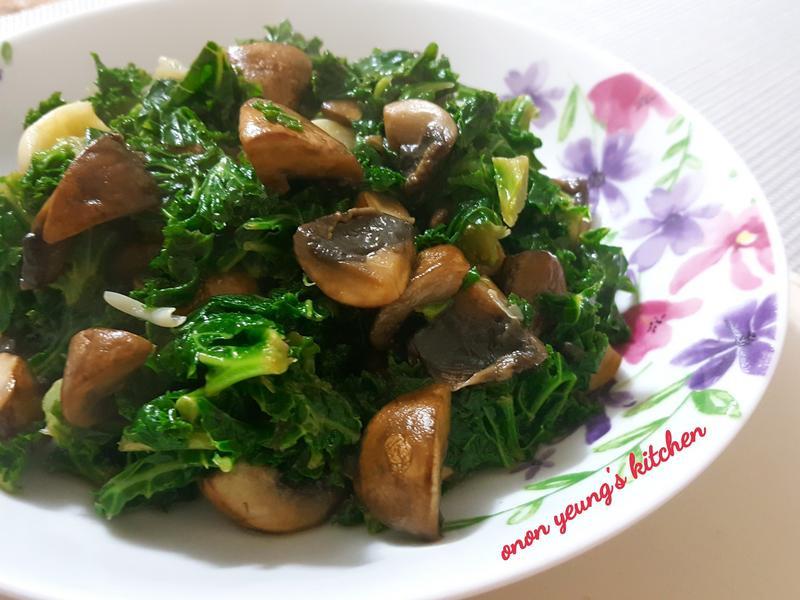 《清洗腸道之選》 洋菇蒜片炒羽衣甘藍