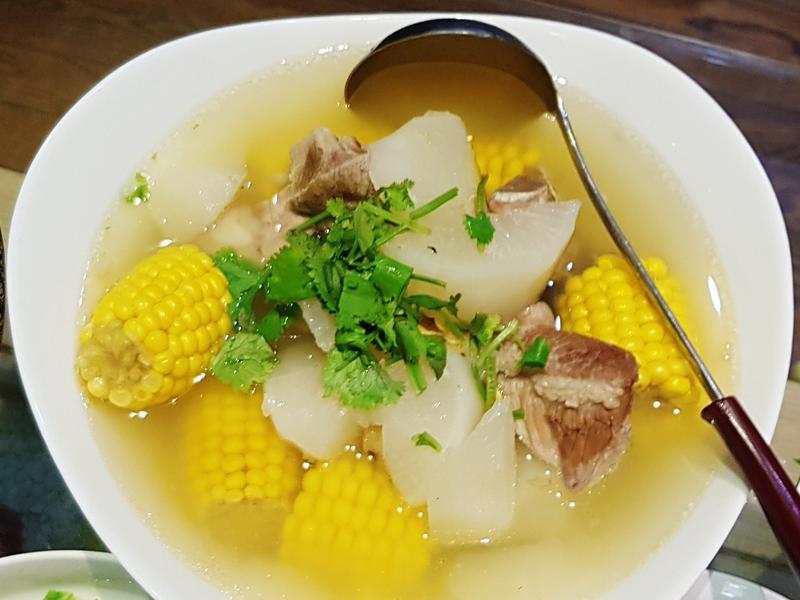 蘿蔔玉米排骨湯~甜到不用加鹽