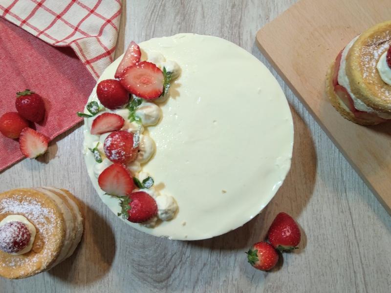 草莓優格慕斯蛋糕(減糖)