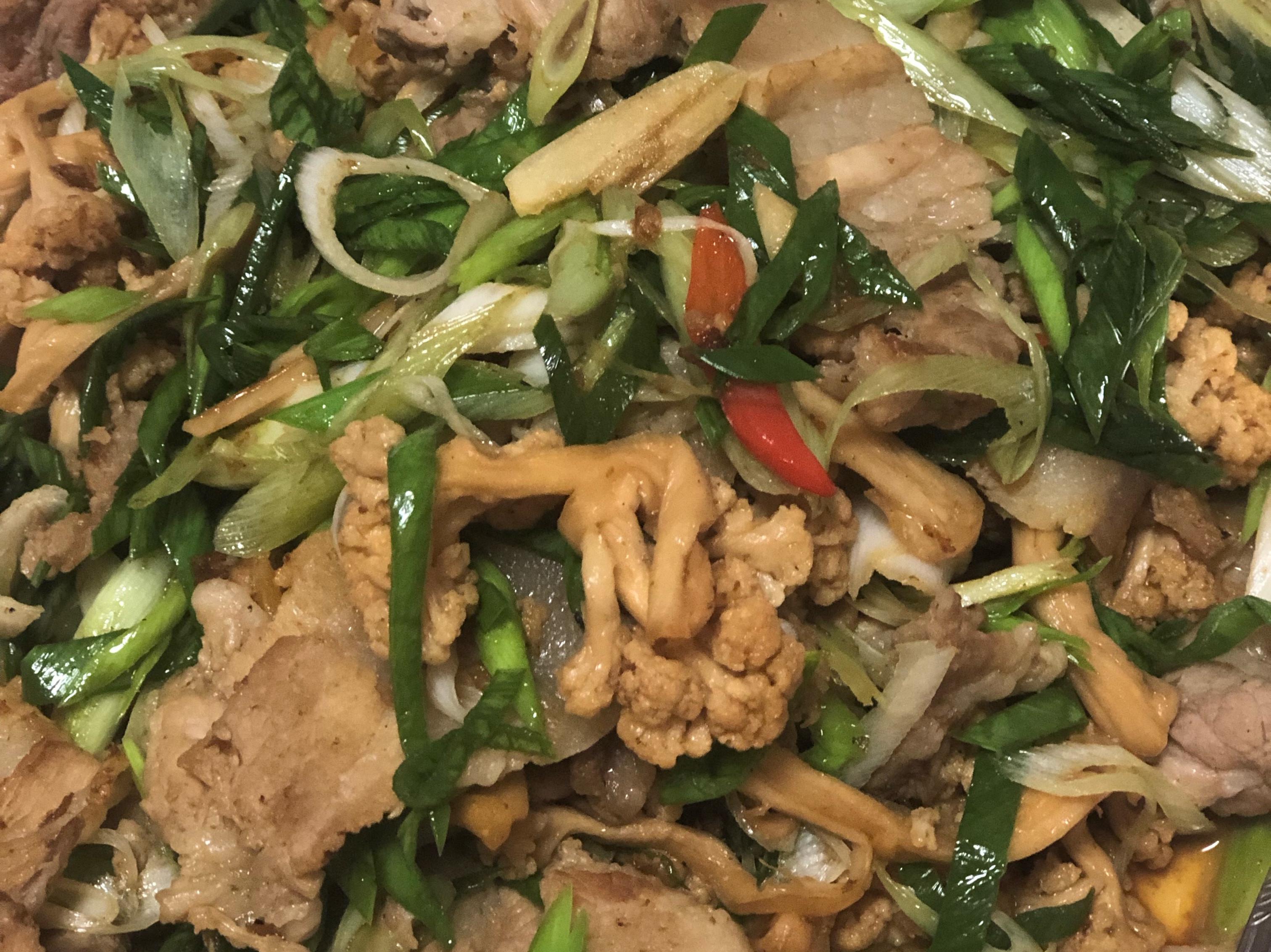 蒜苗花菜乾炒豬肉