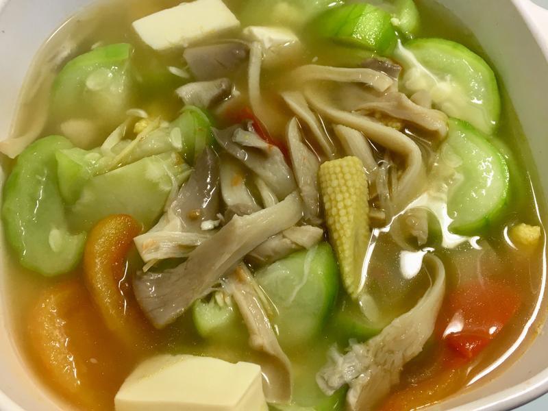 絲瓜鮮菇番茄豆腐湯