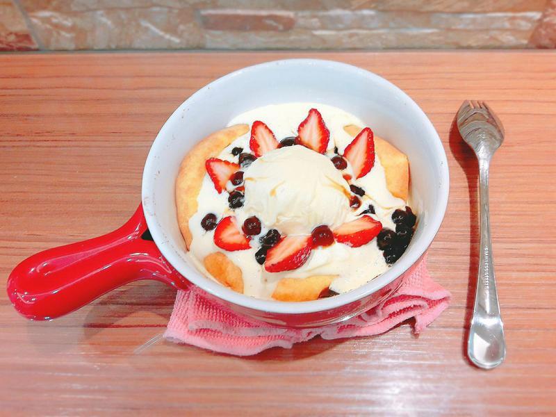 奶油草莓荷蘭寶貝鬆餅