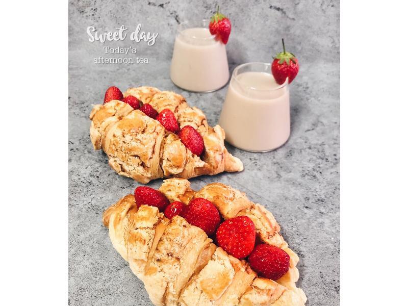 焦糖草莓菠蘿麵包